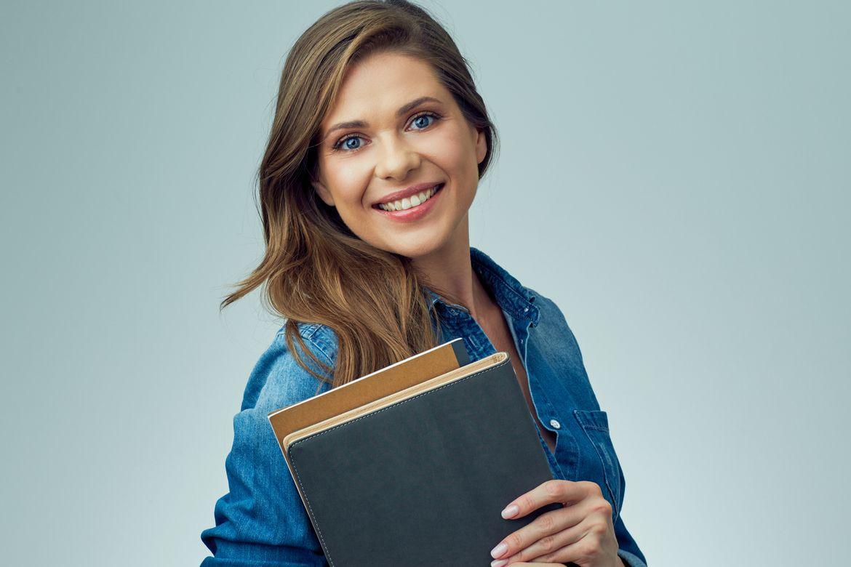 Copertina rigida o flessibile? Ecco quale scegliere per il tuo libro: Vuoi pubblicare un libro o un catalogo aziendale? Scopri come dare forma al tuo prodotto editoriale scegliendo tra la copertina rigida o flessibile.