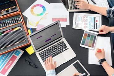 Le Decalogue du graphiste: Le décalogue du graphiste: dix astuces utiles pour réaliser un projet graphique parfait sans effort. Apprenez tout sur l'impression numérique avec Sprint24.
