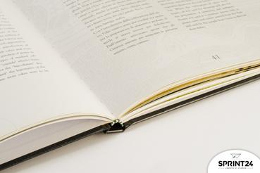 Le charme « hors du temps » du livre cartonné: Livre cartonné: la solution que vous cherchez si vous voulez imprimer quelque chose qui dure longtemps qu'il soit regroupé dans un format indémodable.