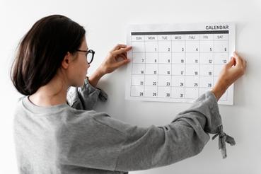 Impression calendrier mural: nous y sommes!: Vous souhaitez vous souvenir des engagements, anniversaires et délais? Découvrez l'impression du calendrier mural sur Sprint24.