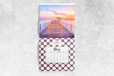 Calendario a punto metallico: • Originale ed economico • Diversi formati • Personalizzalo come vuoi