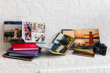 5 consigli per stampare un libro fotografico in brossura flat: Sei un amante della fotografia e vuoi valorizzare i tuoi scatti? Scopri come stampare un libro fotografico per raccogliere in un book i tuoi lavori.