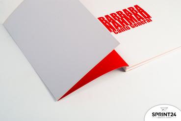 Imprimer sur papier cartonné: imprimer sur papier cartonné : voici comment imprimer sur papier cartonné vos produits imprimables. Apprenez tout sur l'impression numérique avec Sprint24.