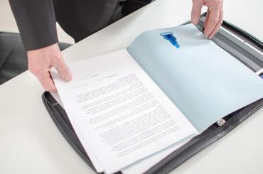 Come fare un press-kit: consigli per le aziende: Vuoi preparare dei press-kit perfetti che mettino in luce tutte le caratteristiche della tua azienda? Ecco la guida di Sprint24 per le aziende!