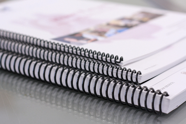 Quanto costa rilegare un libro?: Vuoi sapere quanto costa rilegare un libro prima di stamparlo? Ecco una breve guida che ti sarà utile, poi stampa il tuo libro con Sprint24!