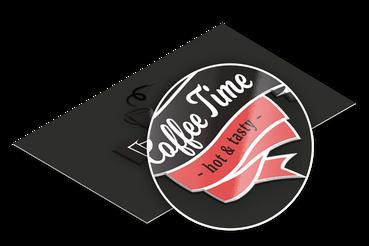 Biglietti plastificati con vernice uv: •  Cartoncino opaco da 400 gr •  Dettagli lucidi a rilievo UV •  Plastificazione opaca fronte retro
