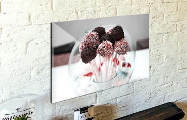 Stampare foto su vetro: perché farlo online: Un'idea per un regalo particolare ed inaspettato può essere stampare delle foto su vetro, così da rendere indelebile un ricordo o un'immagine cara.