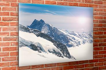 Stampa diretta su alluminio Dibond bianco: Stampa diretta su alluminio Dibond bianco. Grazie alla stampa fotografica su alluminio avrai la garanzia di esporre foto d'effetto in un mix tra professionalità e design.