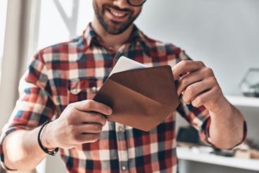 Perché personalizzare le buste da lettera nel direct marketing: Sapevi che personalizzare le buste da lettera è uno strumento di marketing? Scopri come farlo su Sprint24 per rafforzare la brand identity della tua azienda.