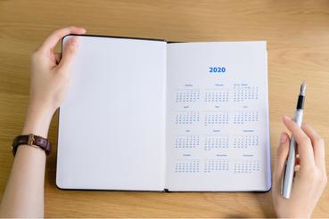 5 modi per creare agende personalizzate da regalare: Vuoi fare un regalo bello e utile a colleghi o dipendenti? Su Sprint24 puoi creare agende personalizzate con il logo e l'immagine della tua azienda!