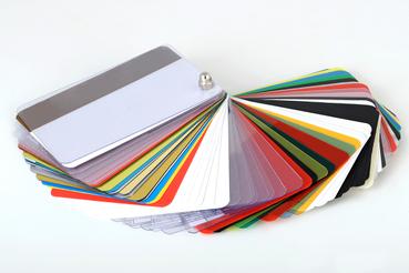 Devi stampare su tessere pvc? Ecco come fare: Vuoi realizzare badge per i tuoi dipendenti o gift card per i tuoi clienti? Ecco come stampare tessere su PVC: scegli la grafica e personalizzala!
