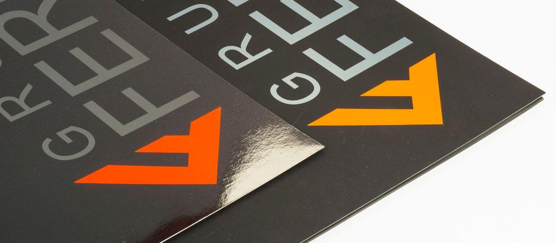 Imprimer en ligne Chemises Gruppo Ferro: Impression : 4 couleurs Papier: couché mat de 350 g Façonnage : pelliculage brillante; découpage;  (détail pelliculage)