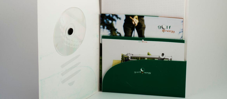 Imprimer en ligne Chemises Natuna Esco: Impression : 4 couleurs Papier: couché mat de 350 g Façonnage : pelliculage mate; application CD;  découpage; insertion bloc et cartes personnalisées