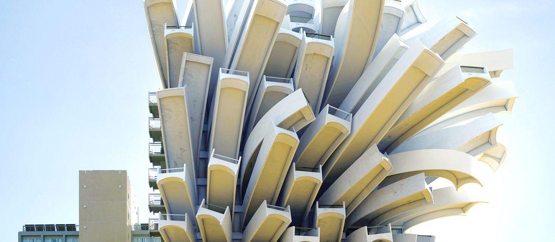Inception: Extreme makeover building edition Fotografia e grafica 3D si fondono in queste figure architettoniche paradossali.        Edifici che si piegano, strutture tagliate a metà, palazzi arrotolati su se stessi, questo è quello che riesce a creare...
