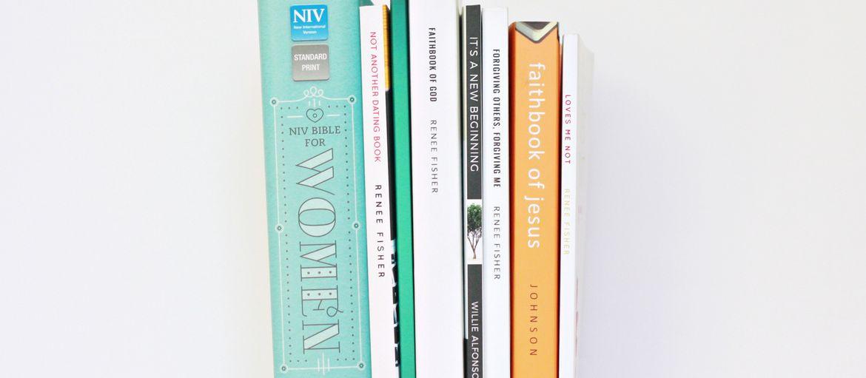 Come si stampa un libro? Viaggio all'interno della tipografia: Hai avuto l'intuizione giusta o più semplicemente vuoi fare un regalo ad amici e parenti? Se il tuo desiderio più grande è quello di pubblicare la storia che hai sempre custodito nel cassetto, ecco come si stampa un libro.