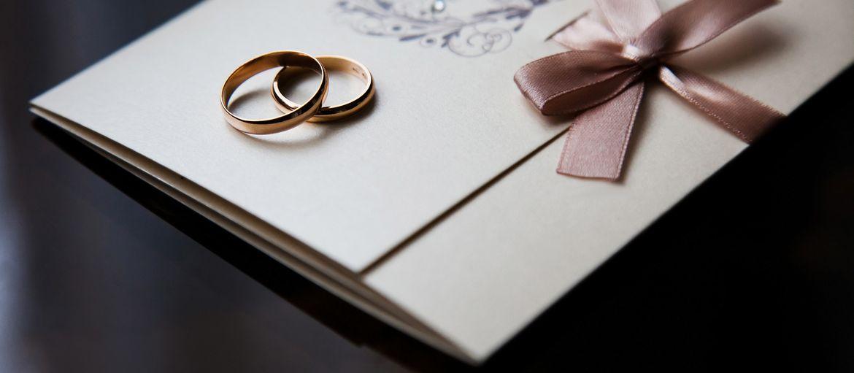 Carta Fedrigoni per le partecipazioni: quale scegliere?: Hai già fissato data e luogo delle nozze? Non ti resta che mandare gli inviti a parenti e amici? Scegli la carta Fedrigoni per le partecipazioni.