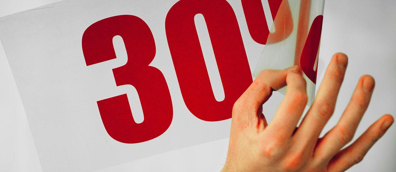 Online printing 30% Sale sign: Print: 1 Pantone colour Support: matt PVC Processes: pre-spacing (application detail)