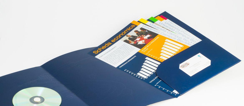 Imprimer en ligne Chemises 3 volets : Impression : 4 couleurs Papier: couché mat de 350 g Façonnage : Pelliculage mate; application CD; découpage, 3 volets